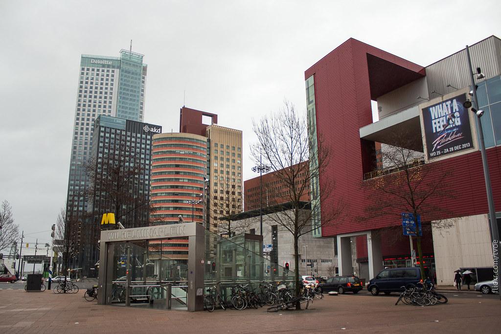 Площадь Вильгельмины, офис Deloitte и метро.