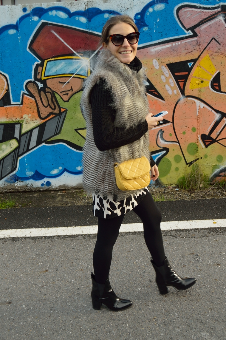 lara-vazquez-madlula-blog-yellow-details-black-outfit-animal-pattern-chic-style
