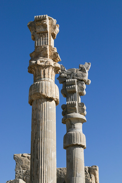 Decorative columns in the Gate of All Nations, Persepolis, Iran ペルセポリス遺跡、クセルクセス門の円柱