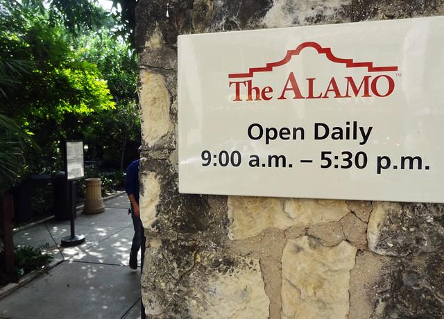alamo-entrance
