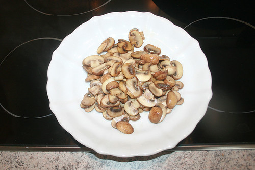 21 - Champignons bei Seite legen / Put mushrooms aside