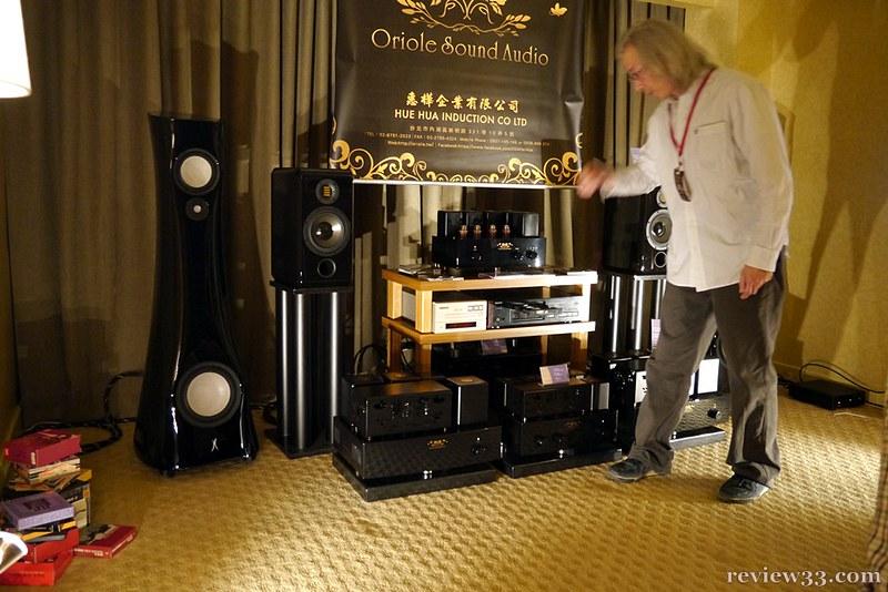 當天發聲的喇叭是 ADAM Concept 書架喇叭,搭配 Oriole Sound Audio 的 OSA-Pre-1BV 膽前級和 OSA-88P-Mono 100 單聲道膽後級,主事人十分熱心,不斷來回比較切換不同系統,小編亦坐了一會,所演奏的聲音不錯