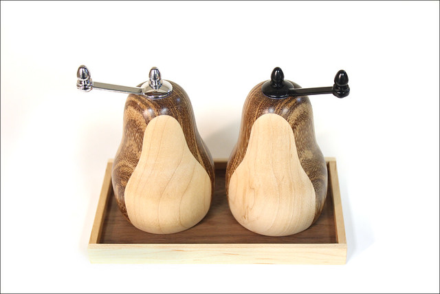 Salt and Pepper Grinders with Tray (4)
