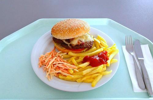 Bacon cheeseburger, cole slaw & pommes frites