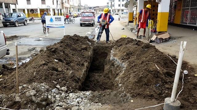 Reparan daño de tubería de agua potable