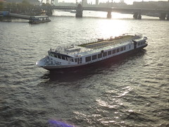 View from the Waterloo Bridge over the River Thames in London - boat - Cruise Restaurant