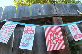 scrumdilly diy: popcorn bag garland