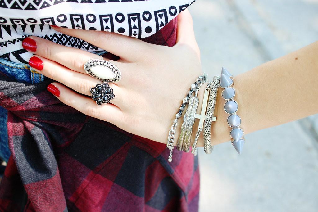 grunge outfit, flannel, details, spike bracelet, cross bracelet, leaf bracelet, white ring, vintage jewelry
