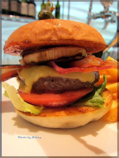 Photo:2013-07-17_ハンバーガーログブック_【銀座】Tommy Bahama銀座店 銀座の裏通りに突如現るハワイな空間でハンバーガーを頂いてみました!-02 By:logtaka