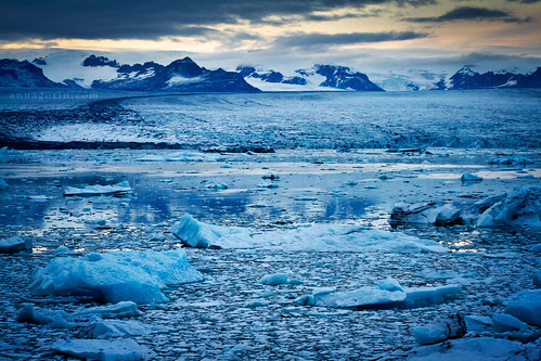 travel blue winter lake mountains ice water canon landscape evening iceland twilight scenery dusk sigma glacier 7d iceberg icebergs jökulsárlón 70200mm glaciallagoon iceberglagoon