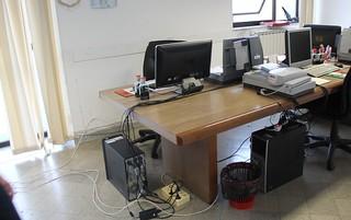 Il Comune non dà l'esempio, negli uffici i vecchi cestini
