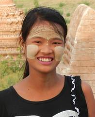 Pretty North Guni vendor fance face paint