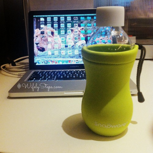 Keeping hydrated at work with Snapware Eco Grip Glass Bottle.