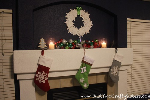 Holiday mantel stockings
