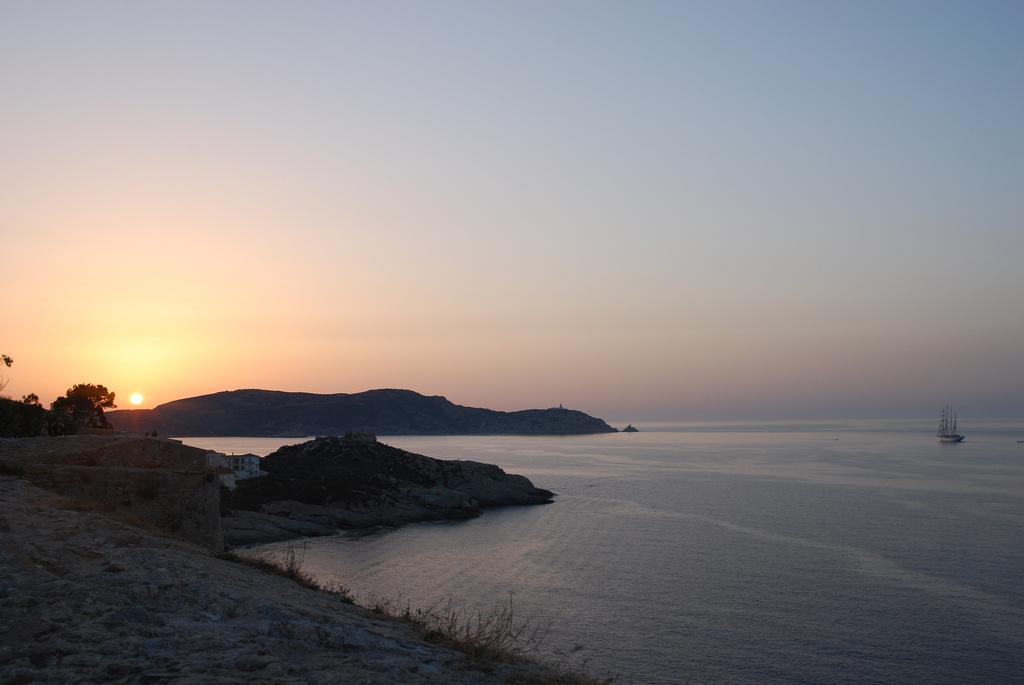 12. Anochecer en la isla. Autor, Buen Viajero