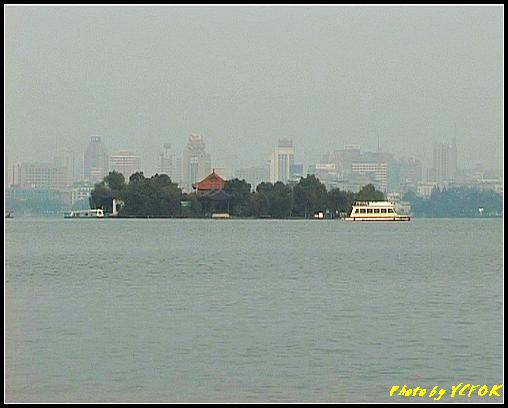 杭州 西湖 (其他景點) - 267 (在西湖十景之 蘇堤 看西湖上的湖心亭)