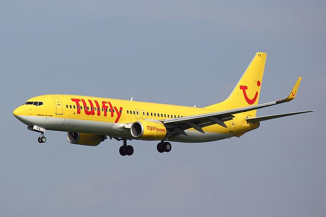 TUIfly - B738 - D-AHFX (1)