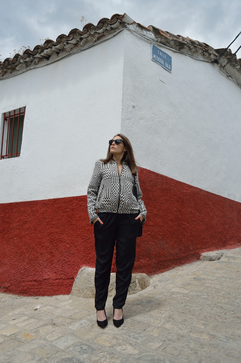 lara-vazquez-madlula-blog-style-streetstyle-black-jumpsuit-spring-look