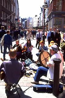 Músicos en Grafton St.