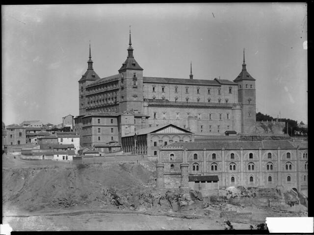 Alcázar a comienzos del siglo XX. Fotografía de J. Lacoste © MECD, Fototeca del IPCE, signatura VN-22603_P
