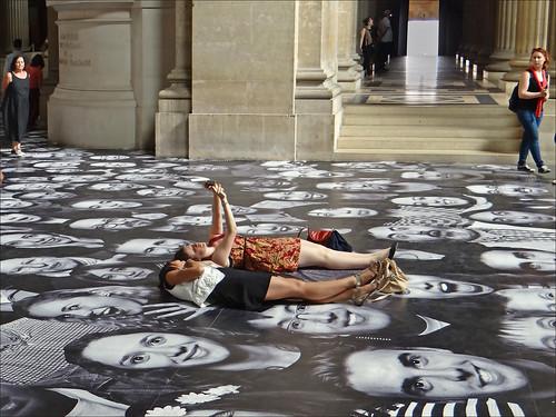Pratiquer le Selfie  au Panthéon (Paris)