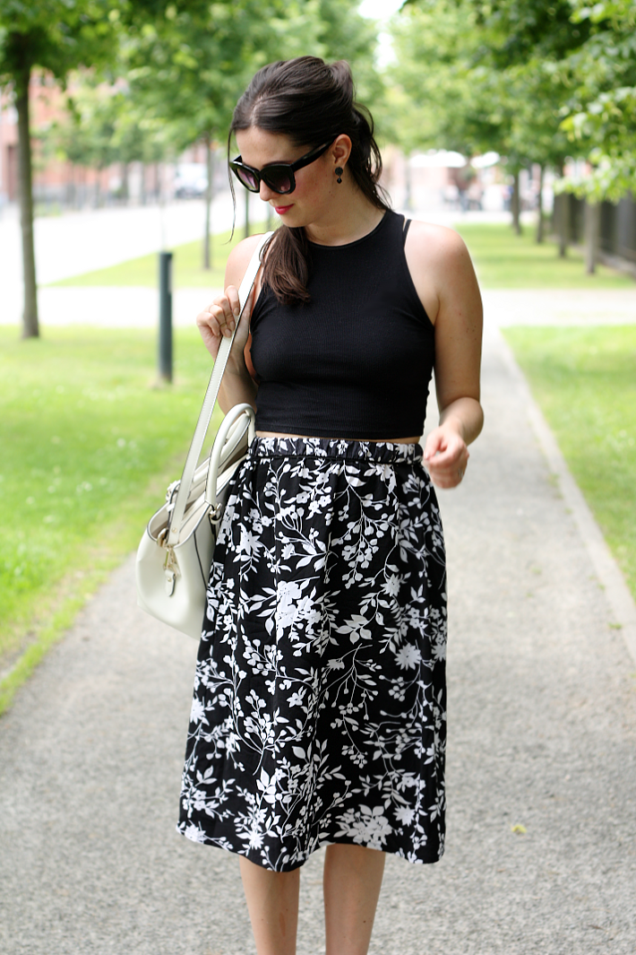 crop top midi skirt cat eye sunglasses