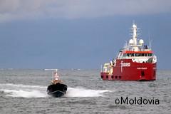 Pilot boat speeding away from the Furgo Pioneer