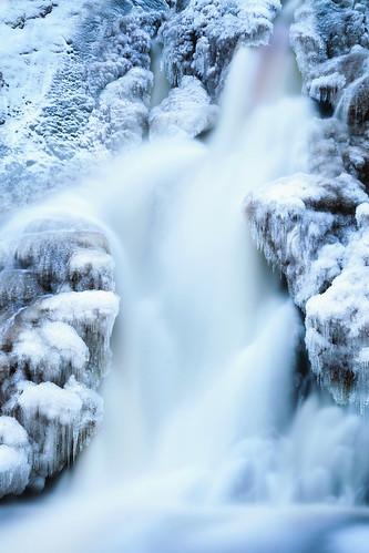 waterfall vesiputous juveninkoski suomifinland ice snow water longexposure blue winter nature outdoor landscape scenery maisema vesi lumi talvi december joulukuu jämsä pitkävalotus jää