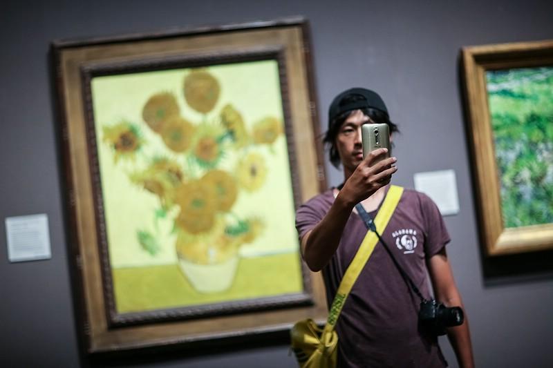 Sunflowers Selfie