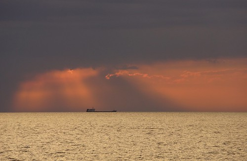 light red orange rot gold golden evening abend licht meer ship slovenia thunderstorm piran slovenija slowenien gewitter schiff adria afterglow adriaticsea abendrot 2013 dorenawm nex7