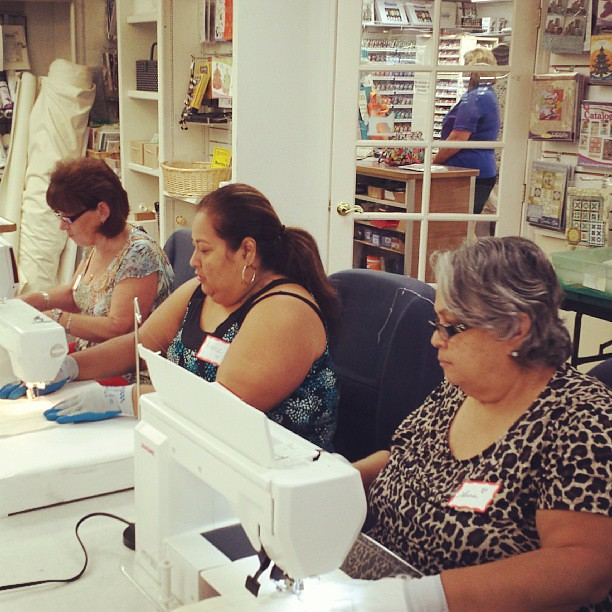 Third session of my latest free motion machine quilting class at the Redland sewing center lots of concentrating going on! #fbp