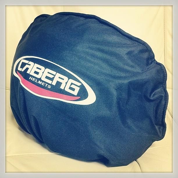 Caberg Riviera v2+ Italiaは不織布袋に入ってた。