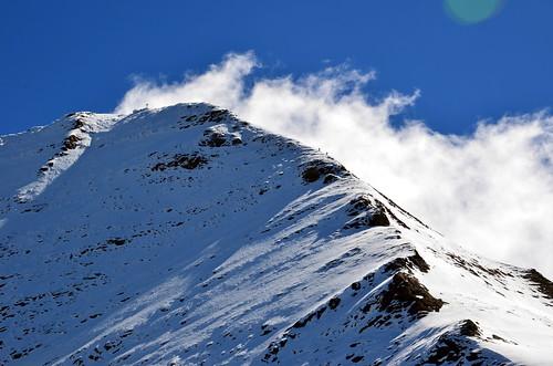 gipfelkreuz und bergsteiger