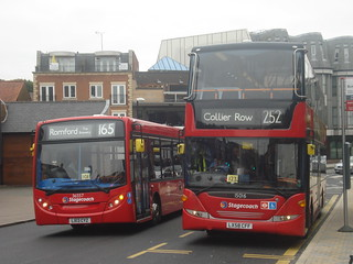 Stagecoach 36557 (165), 15016 (252), Hornchurch