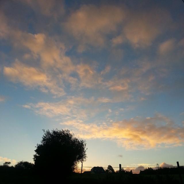 Prendre son café devant un ciel magnifique.  #paimpol #france #nofiltre