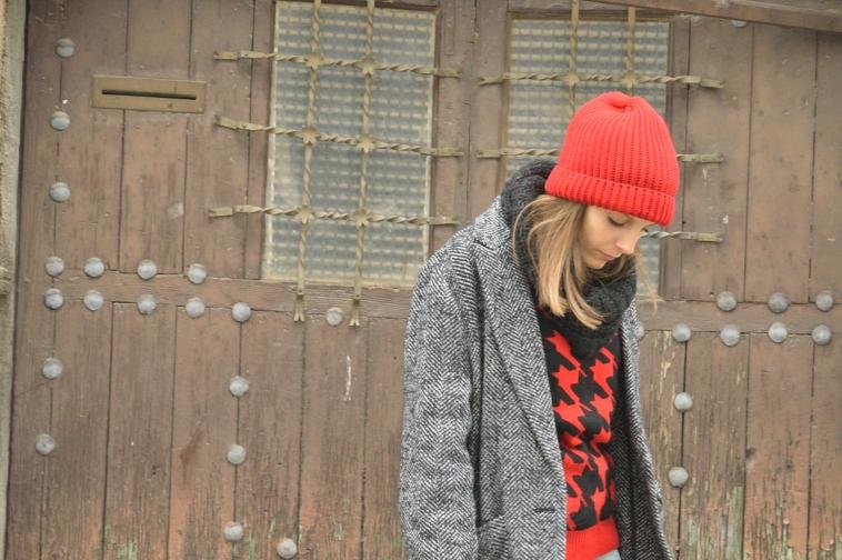 lara-vazquez-madlula-streetstyle-casual-look-fashion-blog-red-beanie-oversized-coat