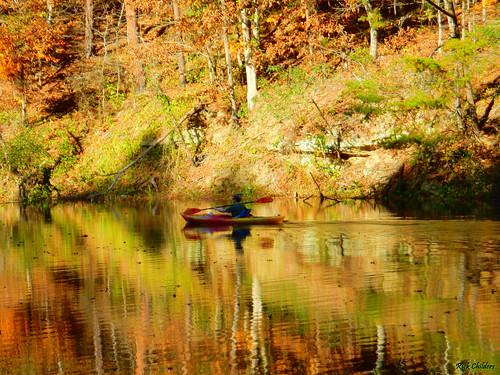 floatingongoldenpond rickchilders rcvernors pond lake lakevesuvius ohio oh lawrencecountyohio fall autumn reflections ripples water kayak kayaking paddling nature