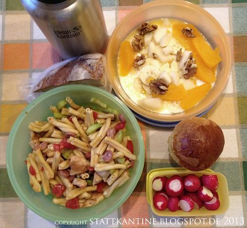 Stattkantine 23. April 2013 - Nudelsalat mit Hühnerbrust, Radieserl, Apfelsaftschorle