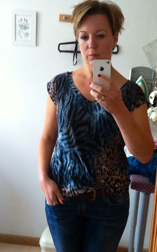 Fun Sunday sewing: A v-neck kimono Tee (I just changed the neckline) - oversized by adding about 1.5cm to each side seam.. Made from the last scrap of the OTT animal print. Love it!
