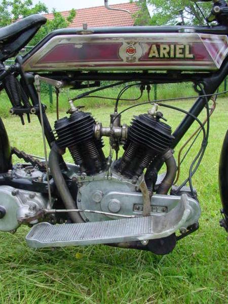 450px-AKD_Ariel_1915_V-Twin_700_cc