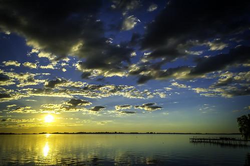 clouds mmx crossx bluex skyx lakex coloresx nikonx sunx cielox solx sunsetx fotografiax lagunax nubesx cruzadox d3100x reflexionsx reflectx muellex photografyx chascomusx ocasox porcessx porcesox friosx harvorx refleccionesx