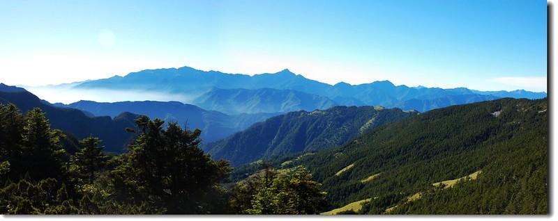 穆特勒布東南眺中央山脈北段群山