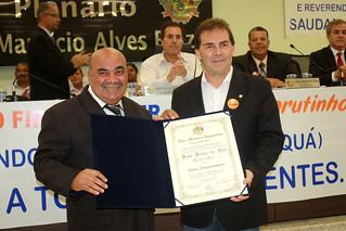 O vereador Firmino Firmeza outorga ao deputado Paulinho da Força o título de cidadão itaquaquecetubense