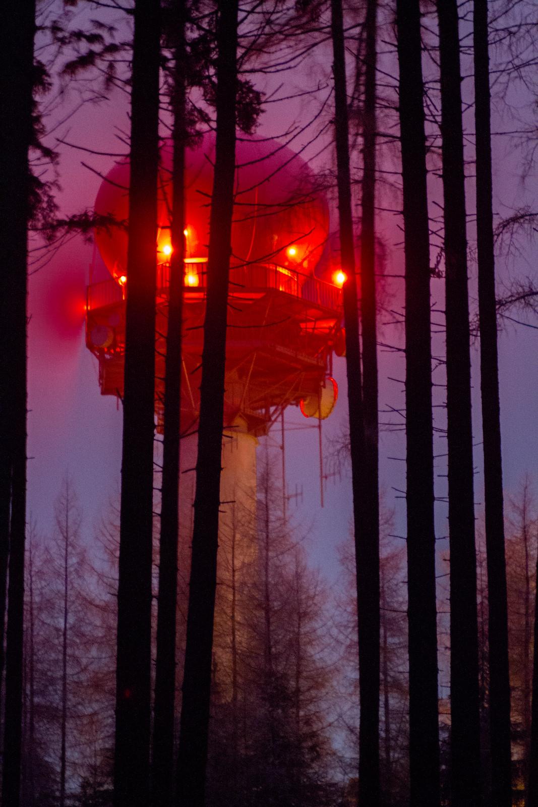 51 Radar mezi stromy