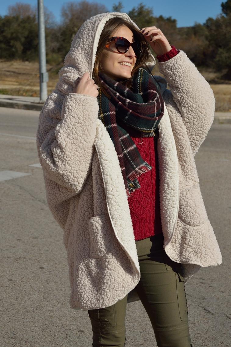 lara-vazquez-madlula-fasgion-blogger-burgundy-green-chic-style-outfit-cozy-coat