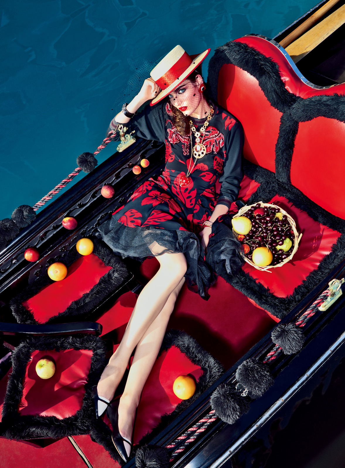 Zuzanna-Bijoch-by-Pierpaolo-Ferrari-for-Vogue-Japan-February-2014-(My-Fascination-with-Venice)-(5)