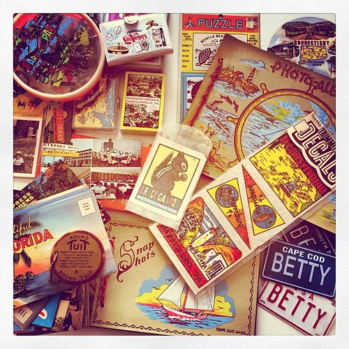 Snow day = Retro Roadmap HQ organization. Loving it! #vintagesouvenirs #kitsch