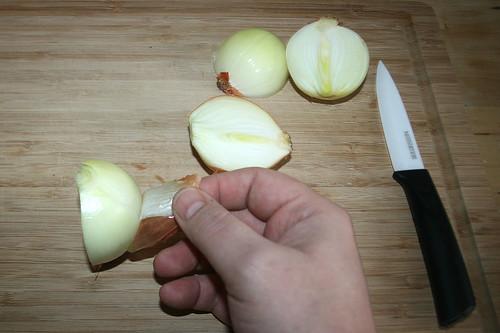 11 - Zwiebeln schälen / Peel onions