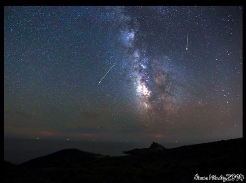 Estrellas fugaces rodeando la Via Lactea [Explore]