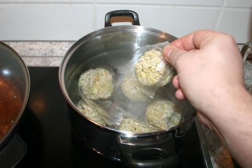 56 - Klöße quellen lassen / Soak dumplings
